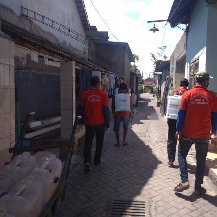 Penyemprotan Desinfektan di Desa Sugihwaras